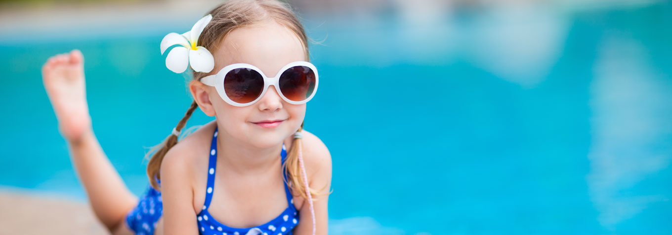 girl_at_the_pool